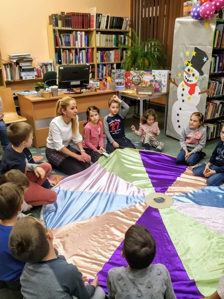 """Książka + rodzina + zabawa = Klub Książki dla Dzieci i Rodziców """"Bajkopomagajki"""""""