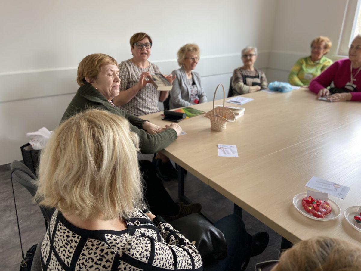 Miłość z kart książek i autorskich wypowiedzi na spotkaniu w Gnieźnieńskim Klubie Seniora
