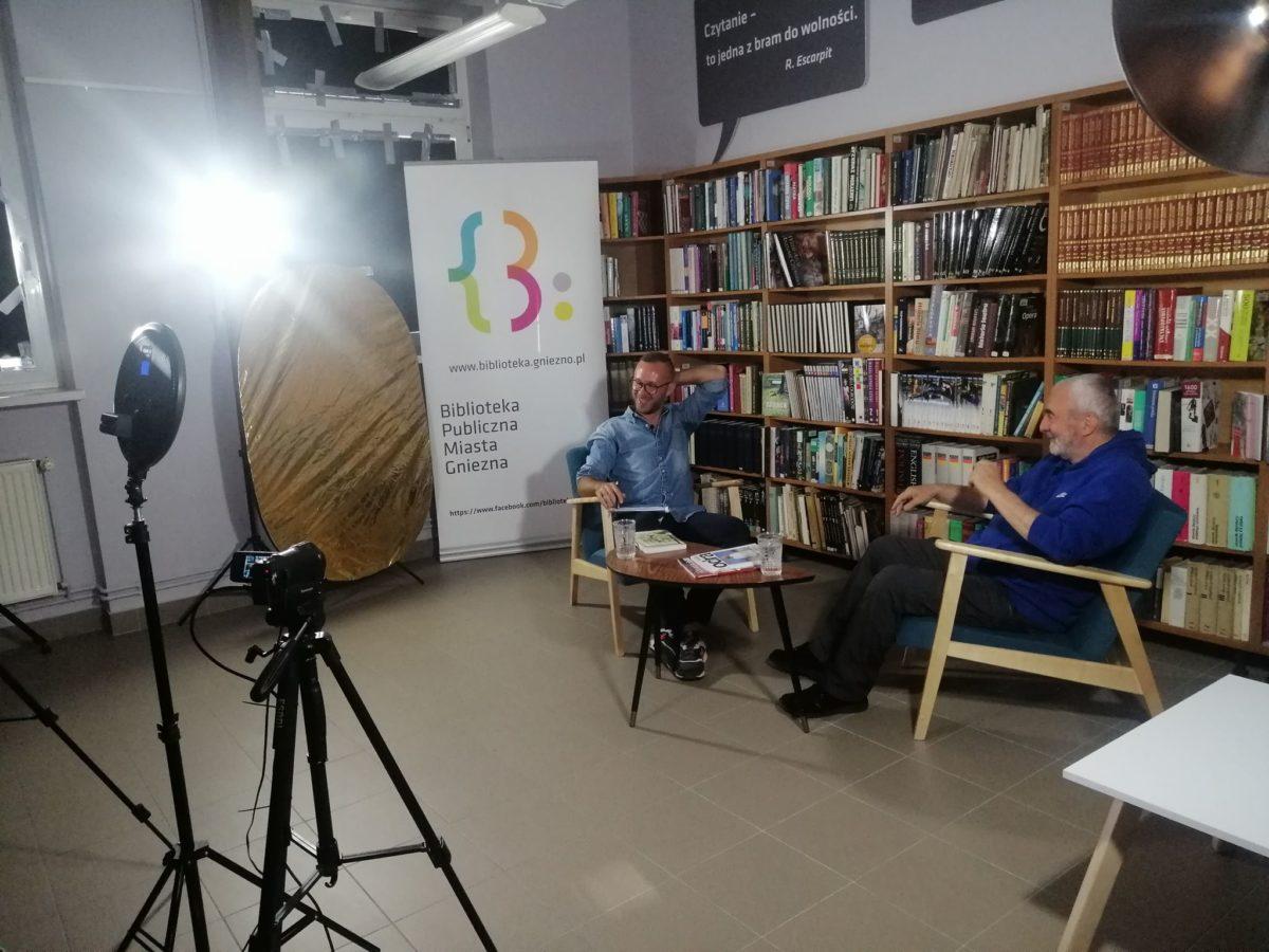 Spotkanie autorskie online z poetą Krzysztofem Szymoniakiem