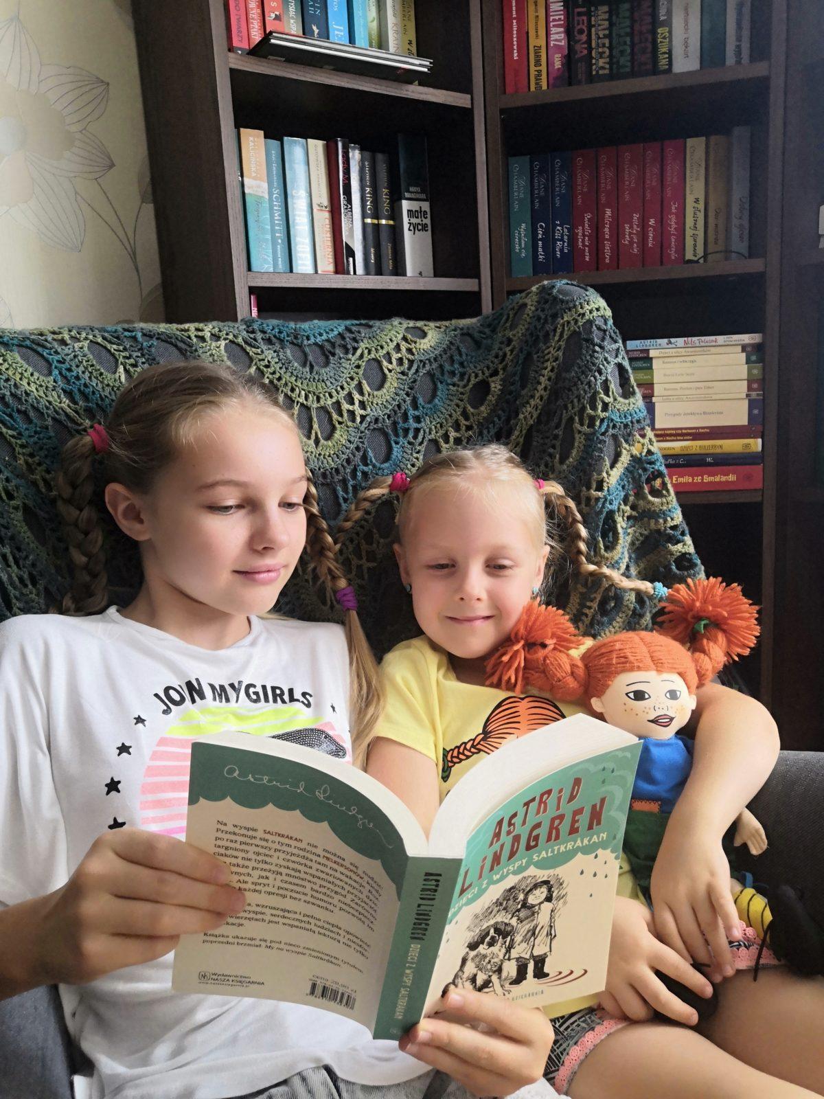 Czytająca rodzina