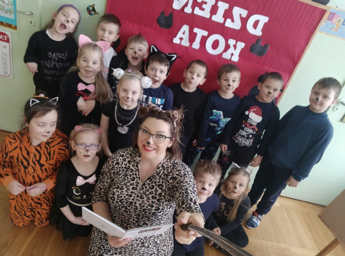 Dzień z kotem w ramach akcji Cała Polska czyta dzieciom