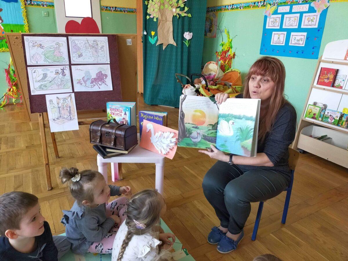 """""""Baśniowy łabędź"""" w Międzynarodowym Dniu Książki dla Dzieci"""