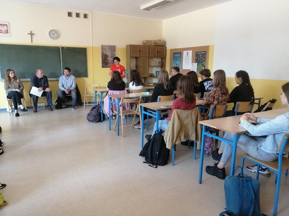 Rusza biblioteczna klasa patronacka w II LO w Gnieźnie