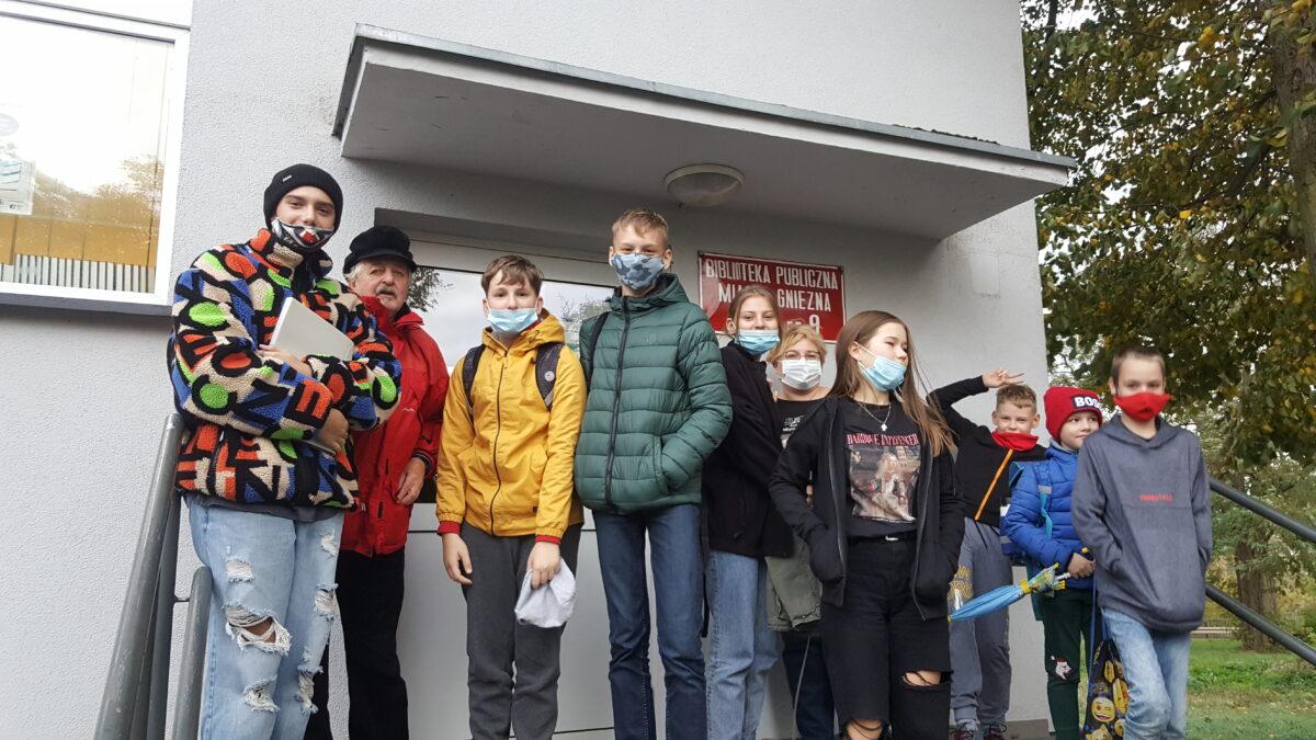 """Szkolne Koło Teatralne """"Maski"""" ćwiczy gwarę"""